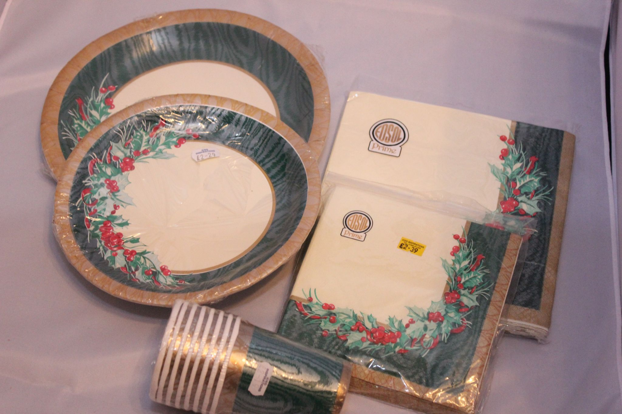 & Christmas Tableware Set Cream with Gold Edge Holly \u0026 Berries